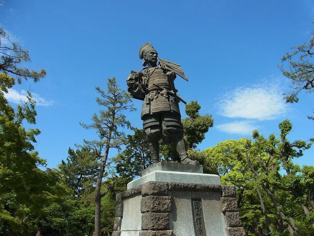 تمثال لأودا نوبوناغا باليابان