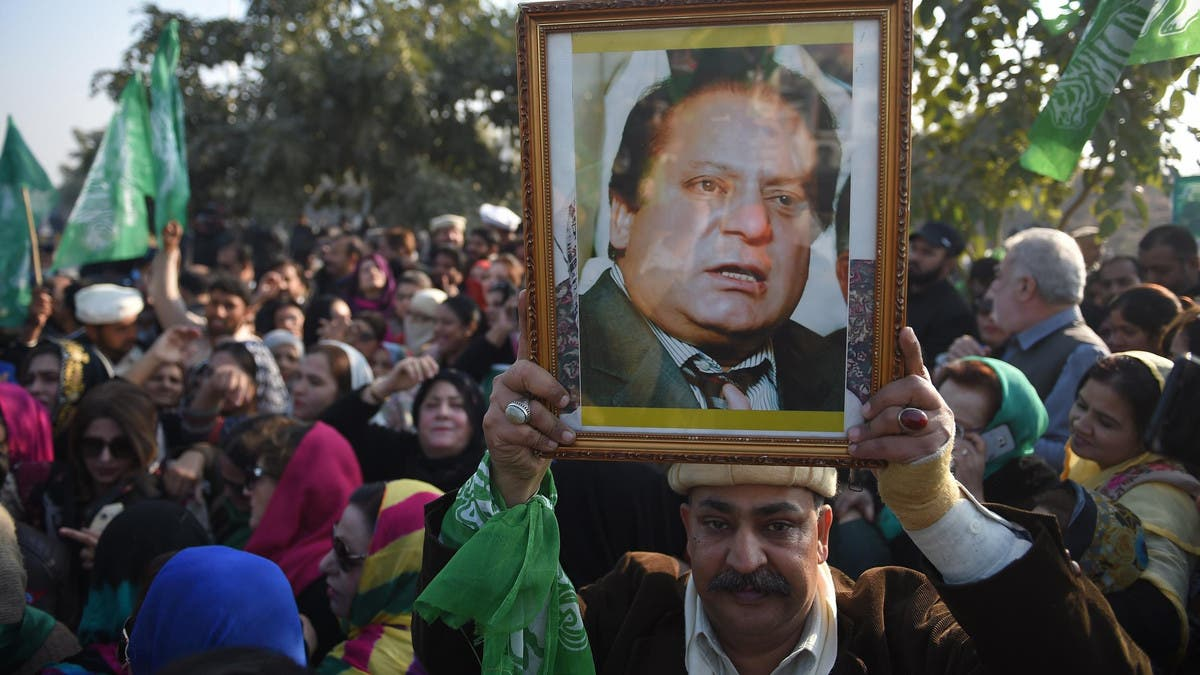 Former PM Nawaz Sharif accuses Pakistan's army chief of toppling his govt thumbnail