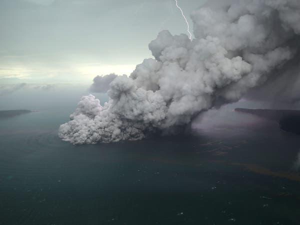 انهيار أرضي في بركان كراكاتوا أثار تسونامي إندونيسيا