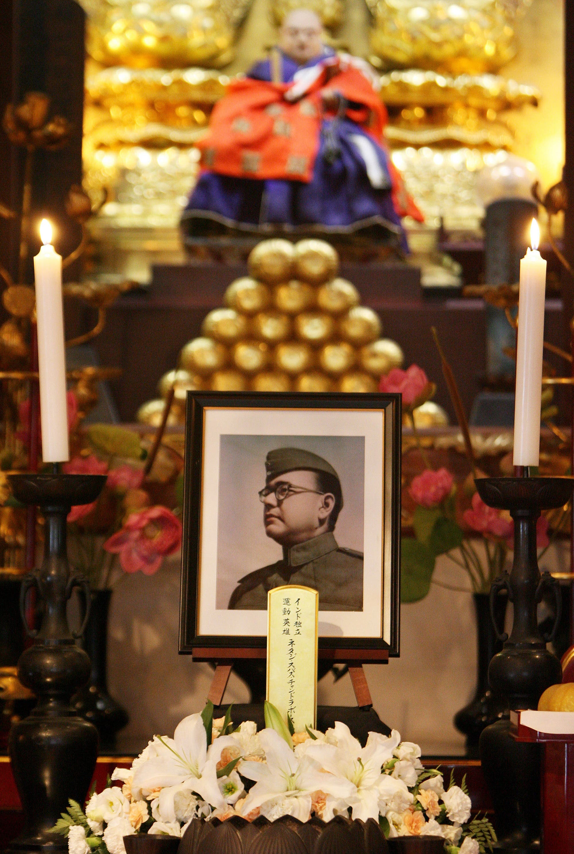 A picture of Subhash Chandra Bose displayed at the alter of Renkoji temple, during his 62nd memorial ceremony in Tokyo, on 18 August 2007. (AFP)