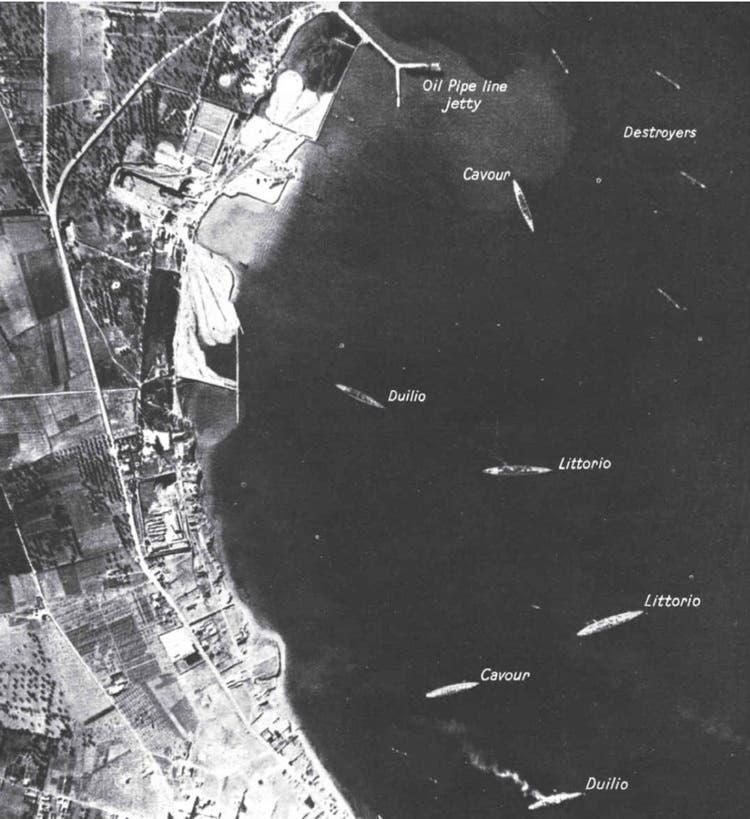 صورة تبرز تمركز السفن الإيطالية قبل بداية الهجوم بساعات