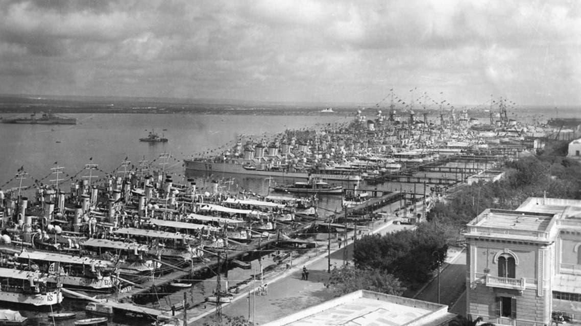 صورة للسفن الإيطالية بميناء تارانتو خلال الثلاثينيات
