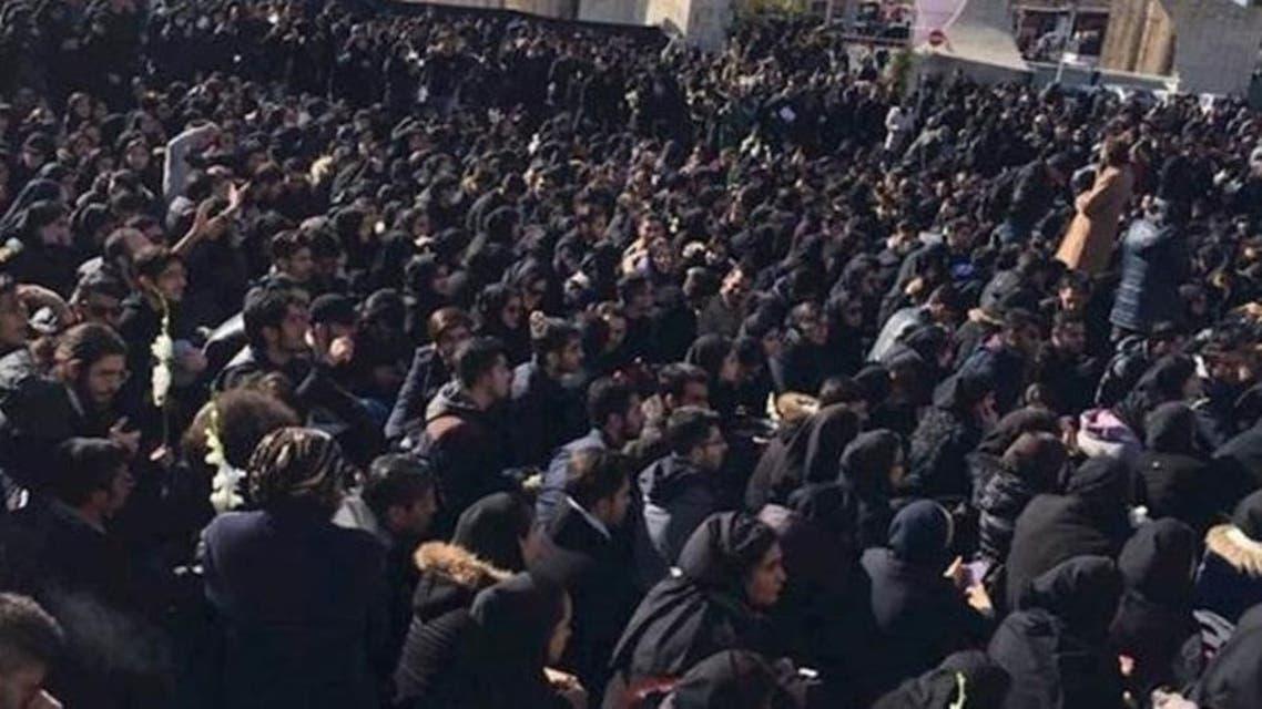 درخواست برکناری مشاور خامنهای در تظاهرات گسترده تهران در اعتراض به کشته شدن دانشجویان