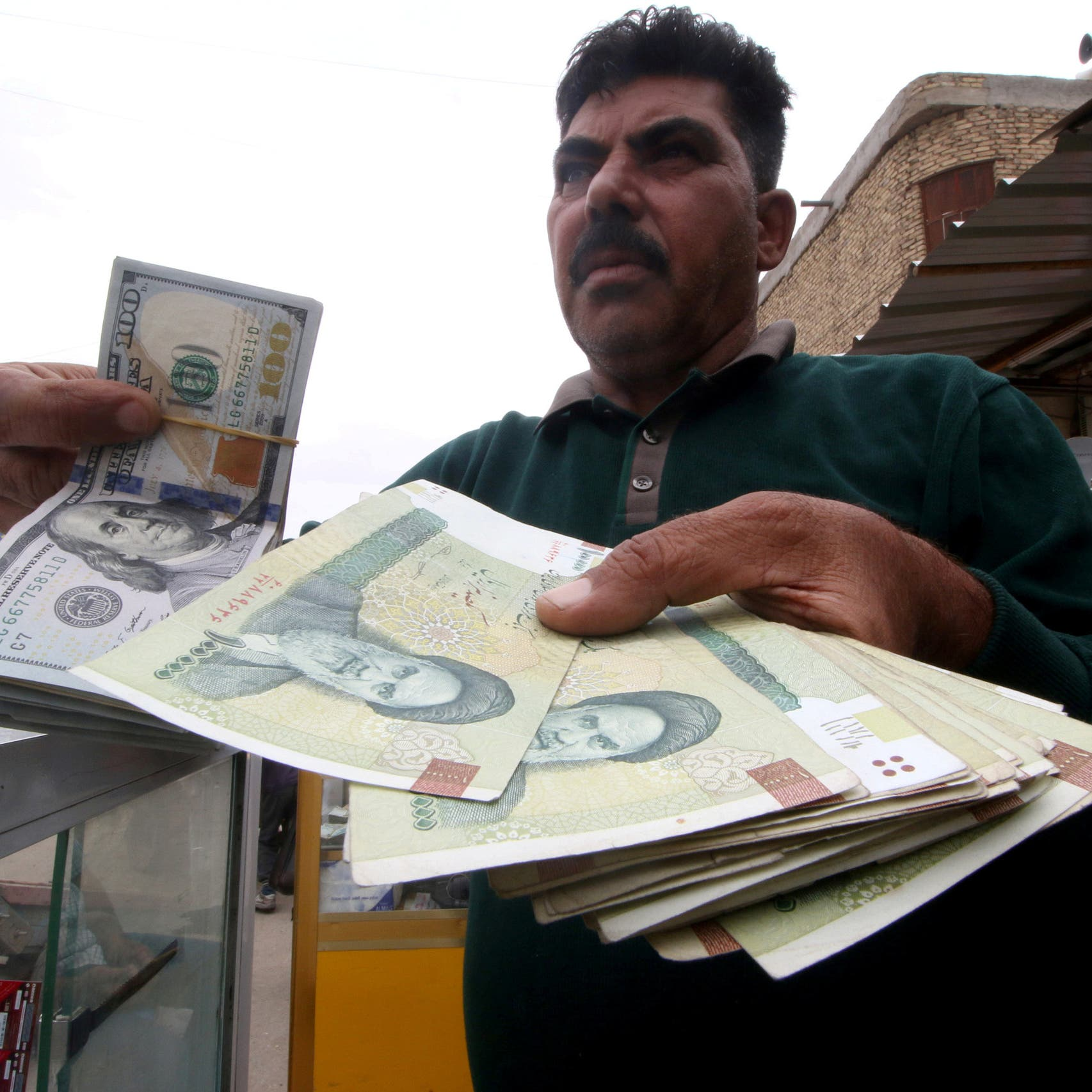 ماذا يعني قيام إيران بحذف أصفار من عملتها؟