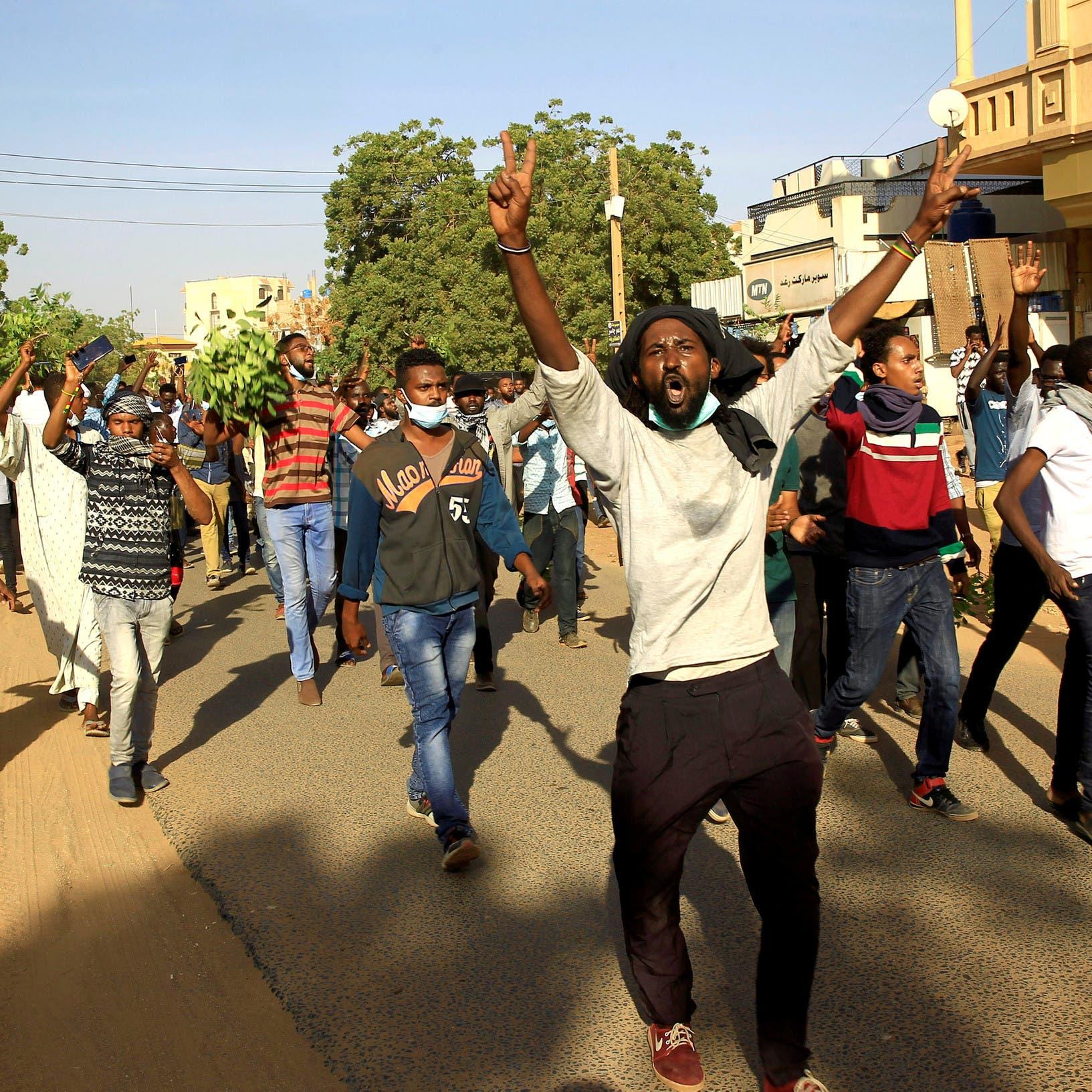 السودان.. 22 حزباً سياسياً تطالب بحكومة انتقالية