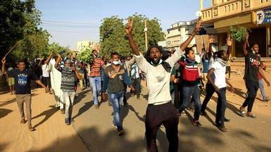 """اعتصام السودانيين مستمر.. ودعوات لخروج """"موكب أبيض"""""""