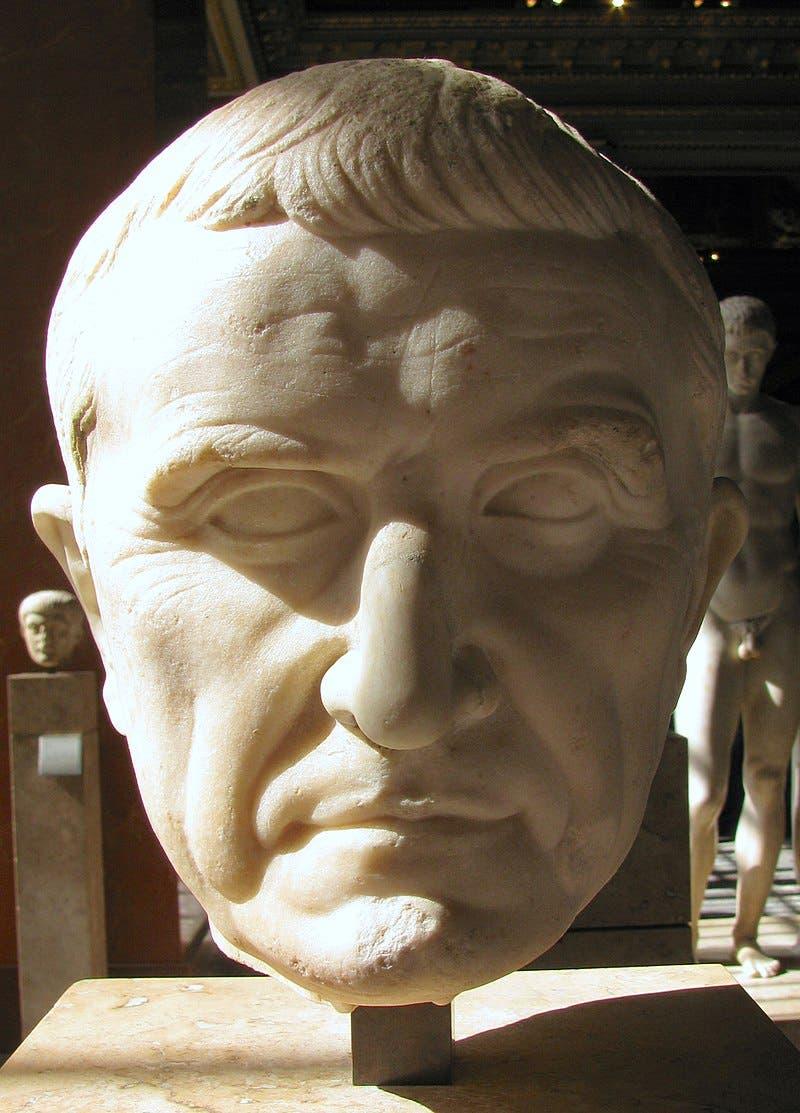 تمثال نصفي يجسد رأس الجنرال والسياسي الثري ماركوس ليسينيوس كراسوس