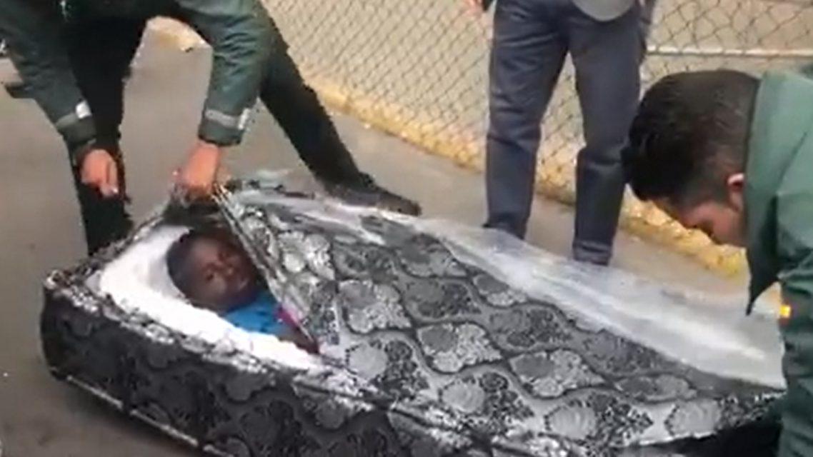 Migrants in mattresses. (Screengrab)