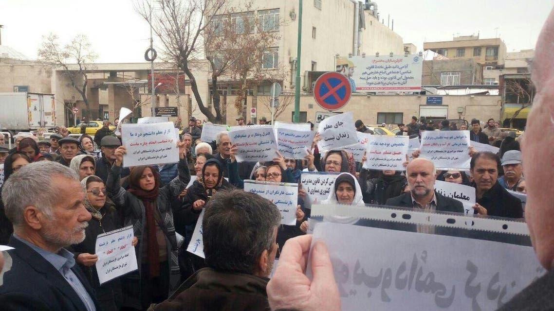 احتجاج المعلمين والمتقاعدين أمام البرلمان الايراني