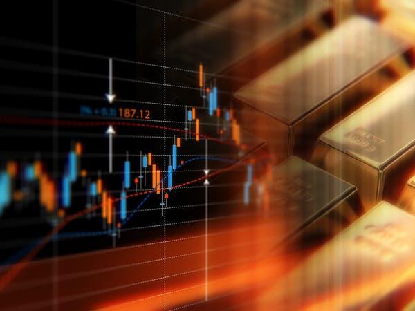 الذهب يتراجع بفعل قوة الدولار ومبيعات لجني أرباح