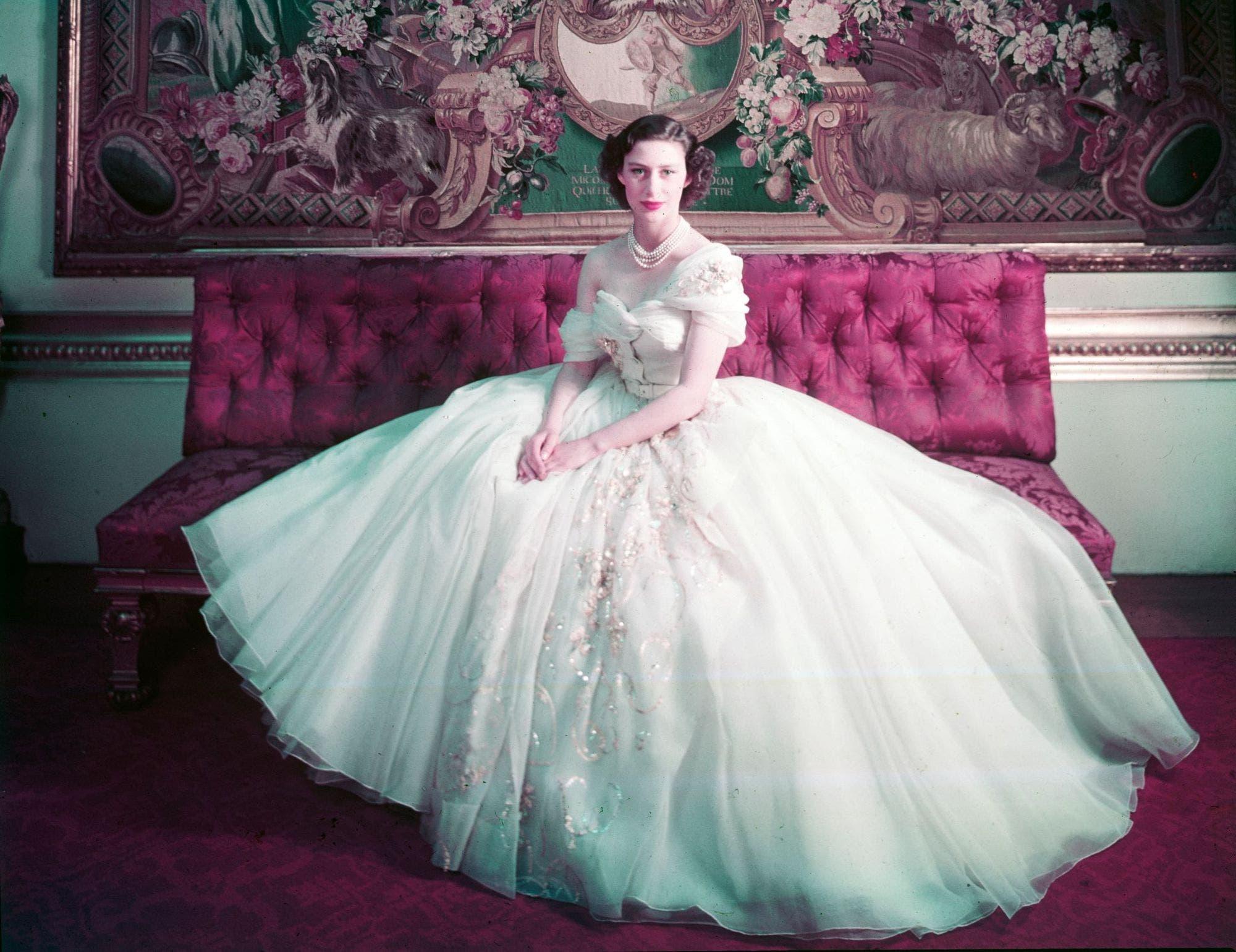 صورة الأميرة مارغريت وهي تحتفل بعيدها ال21 في ثوب من ديور