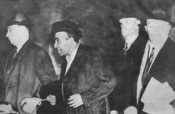 صورة لأودهام سينغ  عقب القبض عليه من قبل الشرطة البريطانية بلندن