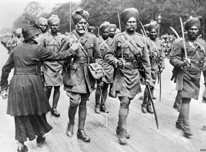 صورة لعدد من الجنود الهنود المشاركين بالحرب العالمية الأولى