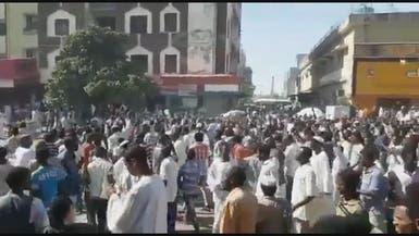 """السودان.. مسيرتان للحكومة و""""تجمع المهنيين"""" بالخرطوم"""