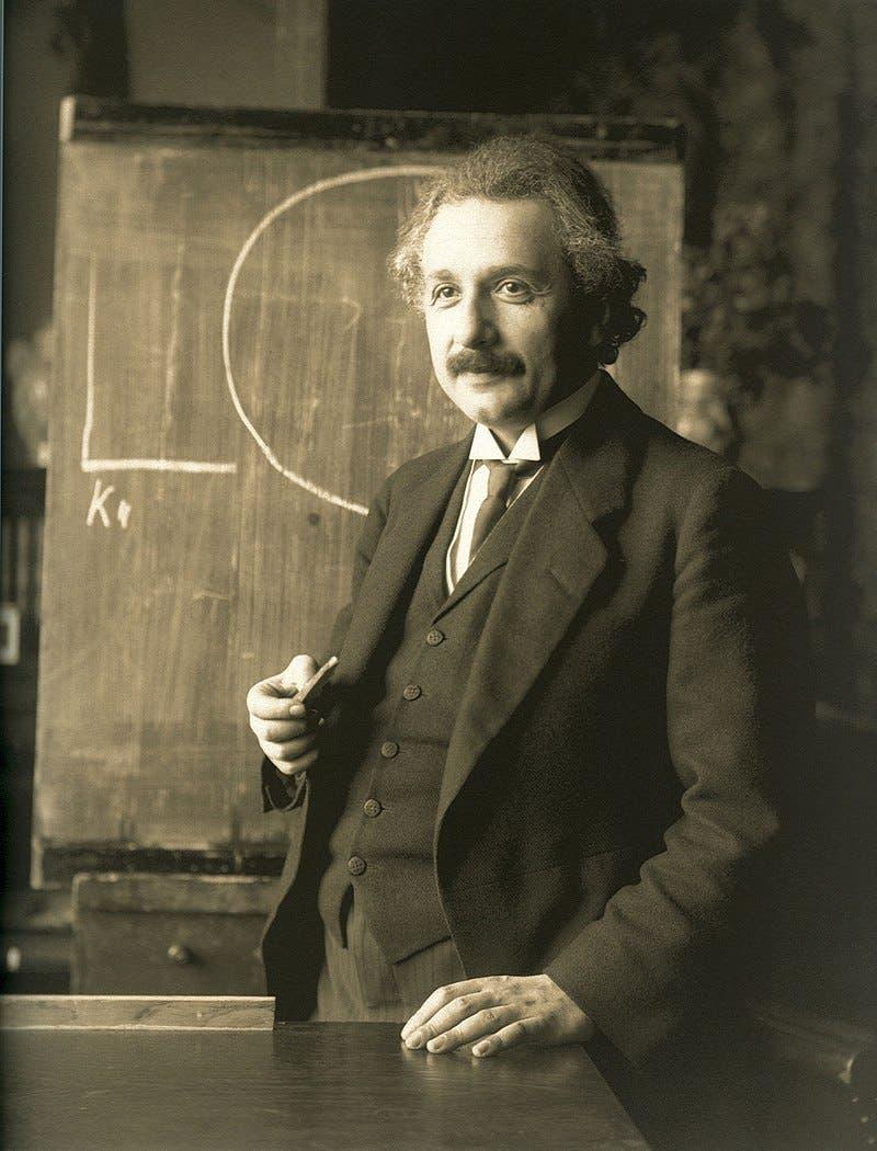 صورة لعالم الفيزياء الألماني الأصل ألبرت أينشتاين