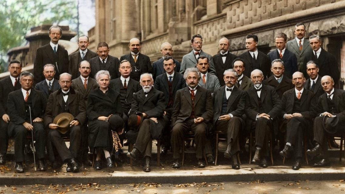 صورة ملونة اعتمادا على التقنيات الحديثة لمؤتمر سولفاي سنة 1927