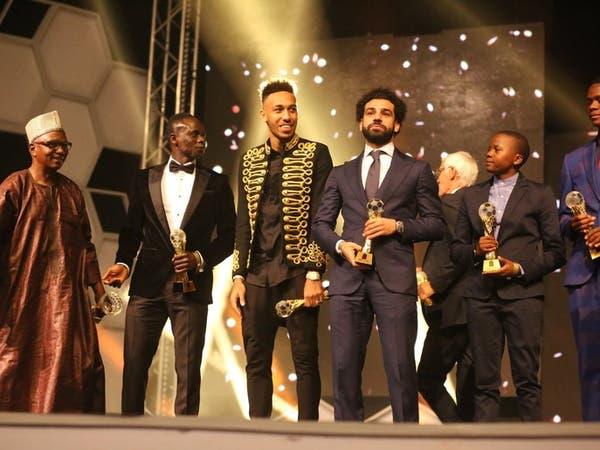 النجم المصري محمد صلاح يتوج بجائزة أفضل لاعب إفريقي