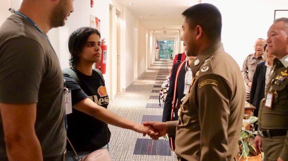 Thai immigration authorities greet Rahaf al-Qunun at a hotel inside Suvarnabhumi Airport in Bangkok on January 7, 2019. (Reuters)