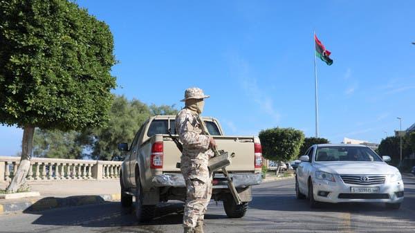 رجل أمن أمام مبنى وزارة الخارجية الليبية في طرابلس (أرشيفية)