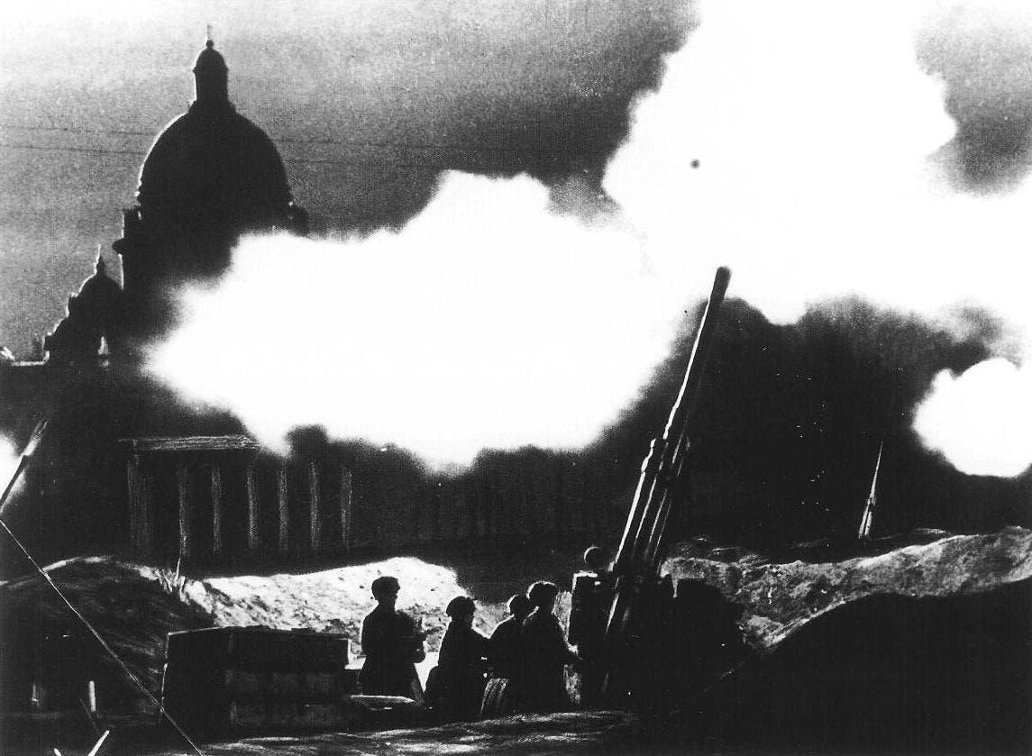 صورة لمضادات الطائرات السوفيتية أثناء تصديها للقصف الألماني