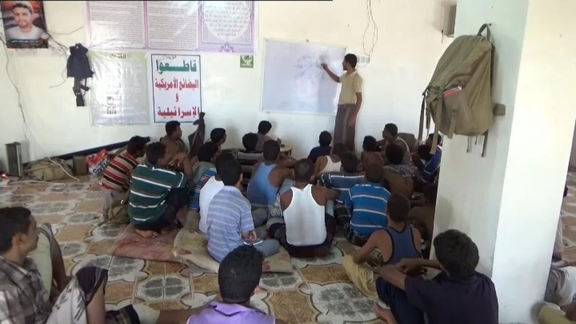شاهد ماذا يضع الحوثيون على مدارس اليمن