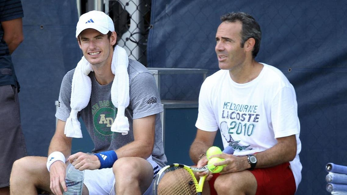 Andy Murray talks with Alex Corretja during the 2010 US Open. (File photo: AFP)