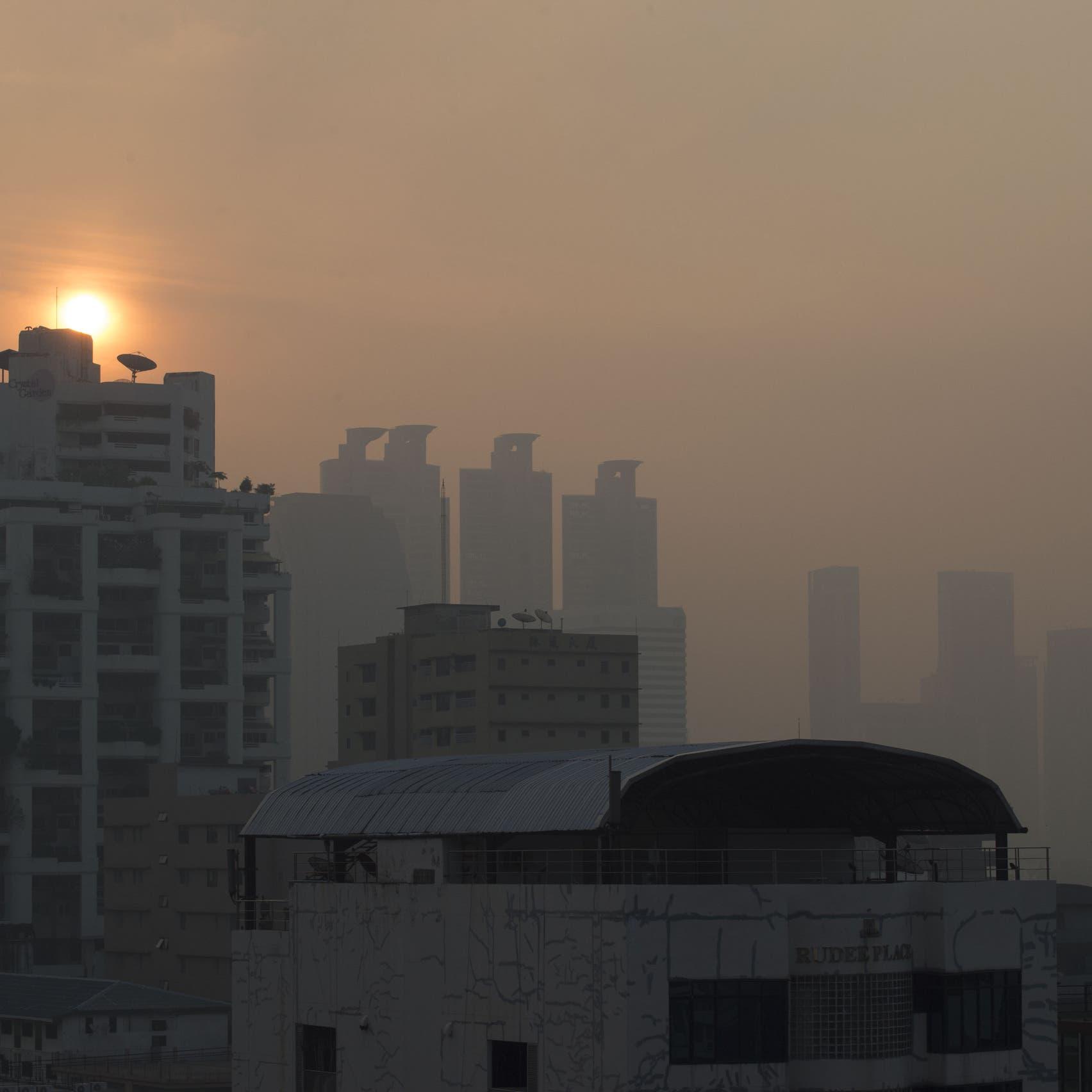 """تايلاند.. طريقة غريبة للتخلص من """"أسوأ موجة تلوث"""""""