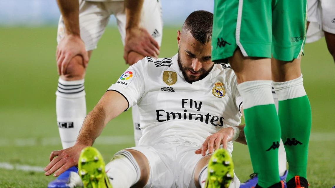 Real Madrid's Karim Benzema reacts after picking up a injury REUTERS/Marcelo Del Pozo