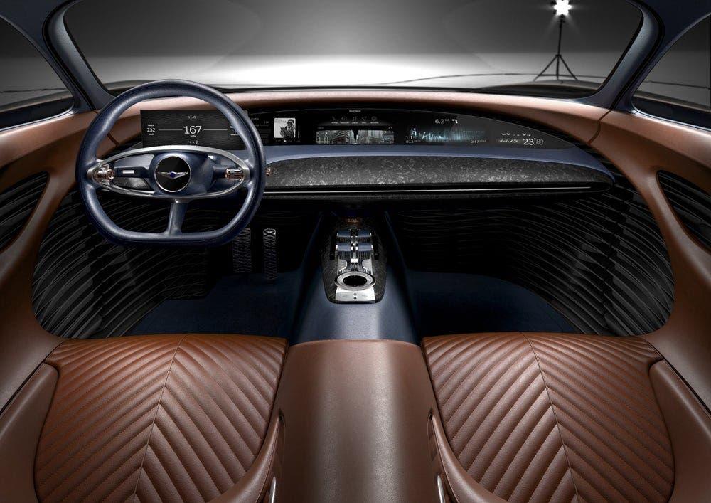 صالون فخم ومبهر في سيارة  هيونداي طراز جينيسيس اسينشيا