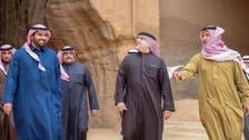 ولي عهد البحرين يلتقط صوراً لآثار العلا في السعودية