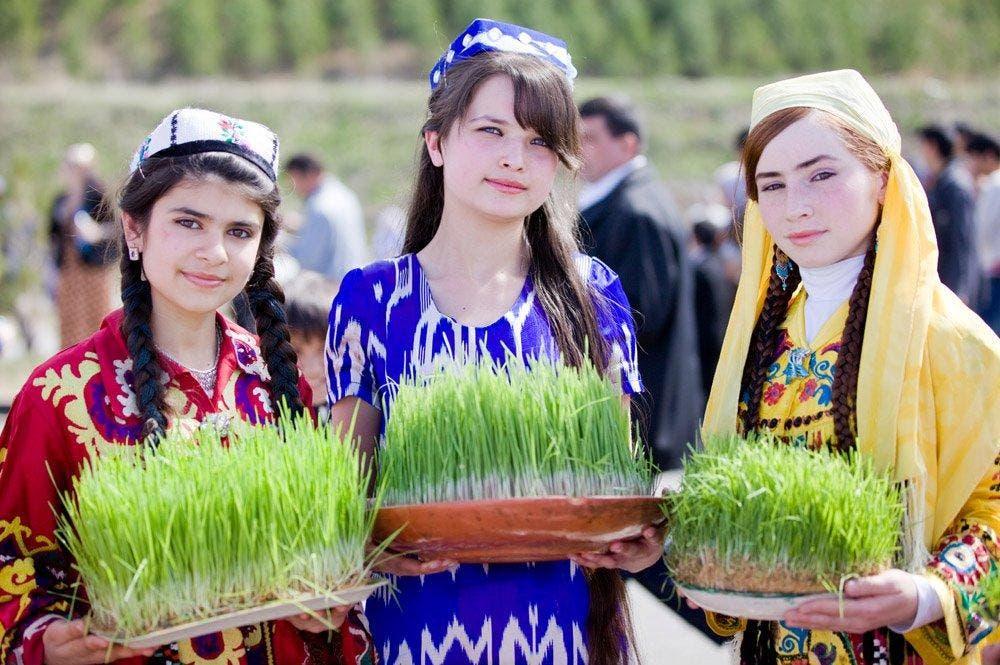تاجیکهای تاجیکستان در حال تجلیل از نوروز