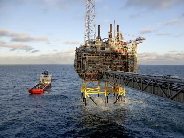 النفط يرتفع مع آمال تحسن السوق وامتصاص التخمة
