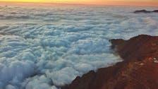 سعودی عرب میں عسیر کی پہاڑی چوٹیاں کیسے بادلوں سے گلے ملتی ہیں؟