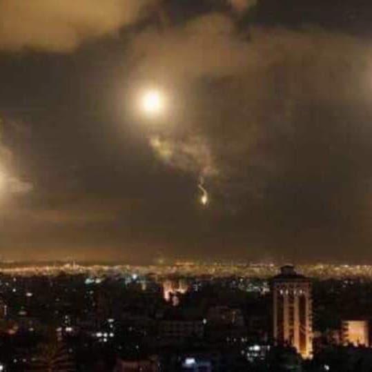 إسرائيل تقصف مواقع لحزب الله وإيران بمحيط دمشق وحمص