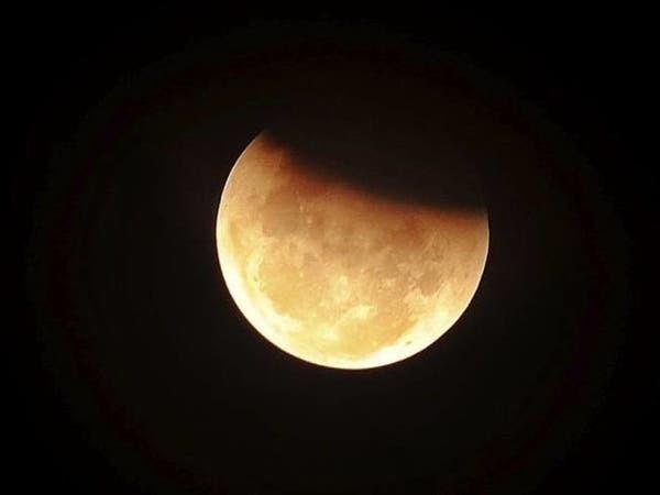 """القمر يتقلَّص .. """"تجعّدات على سطحه"""""""