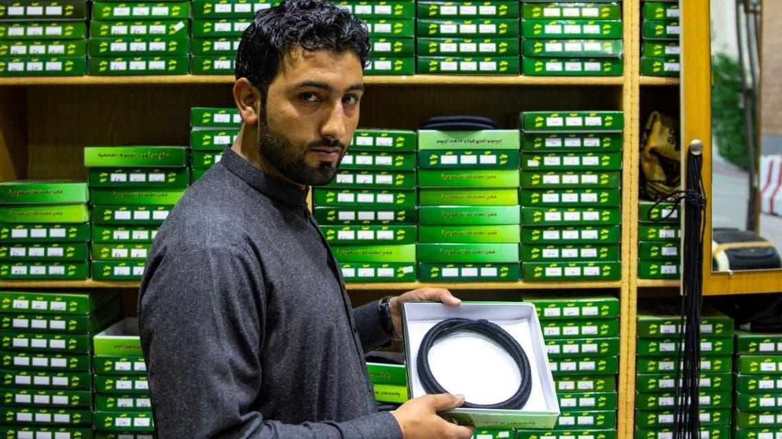 KSA: Pakistani youngman making a Oqal