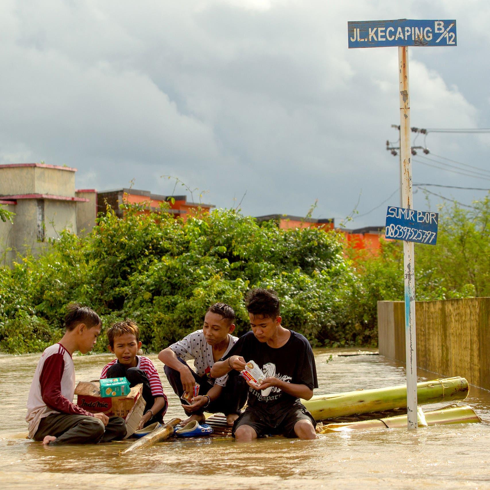 إندونيسيا: أمطار غزيرة تتسبب في حدوث انزلاقات ومقتل 11