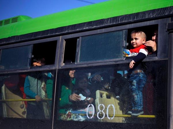 مئات اللاجئين السوريين يعودون إلى ديارهم من لبنان