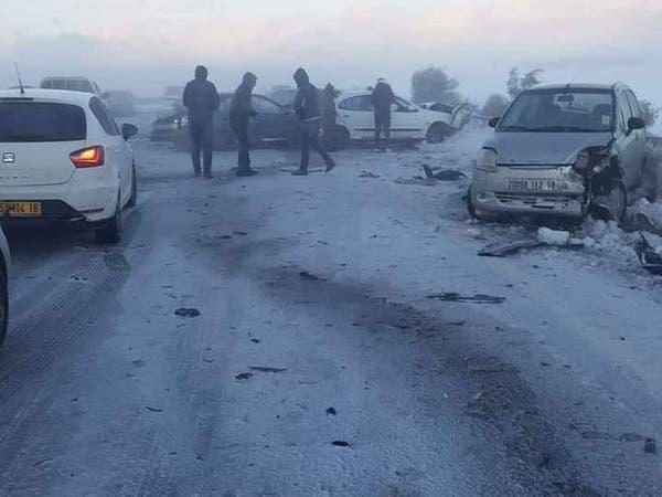 ثلوج تشل حركة الطيران بالجزائر وحادث تسلسلي لـ17 سيارة