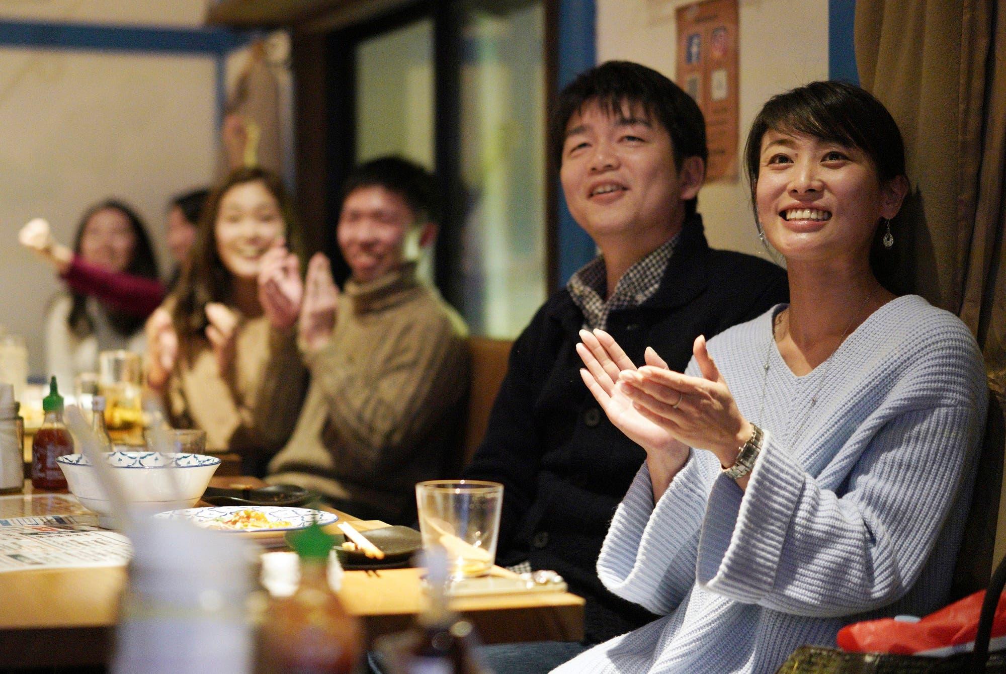 Fans at a restaurant in Tokyo watch as Japan's Naomi Osaka wins against Czech Republic's Petra Kvitova at the Australian Open. (AP)