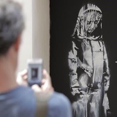 عمل لبانكسي يسرق من مسرح باتاكلان في باريس
