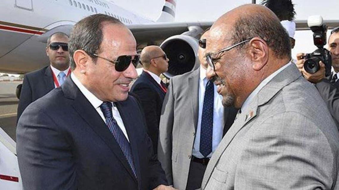 السيسي يستقبل البشير في القاهرة