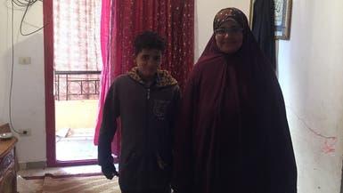 """هذا ما قاله """"طفل البلكونة"""" للعربية.نت عن تسببه بحبس أمه"""