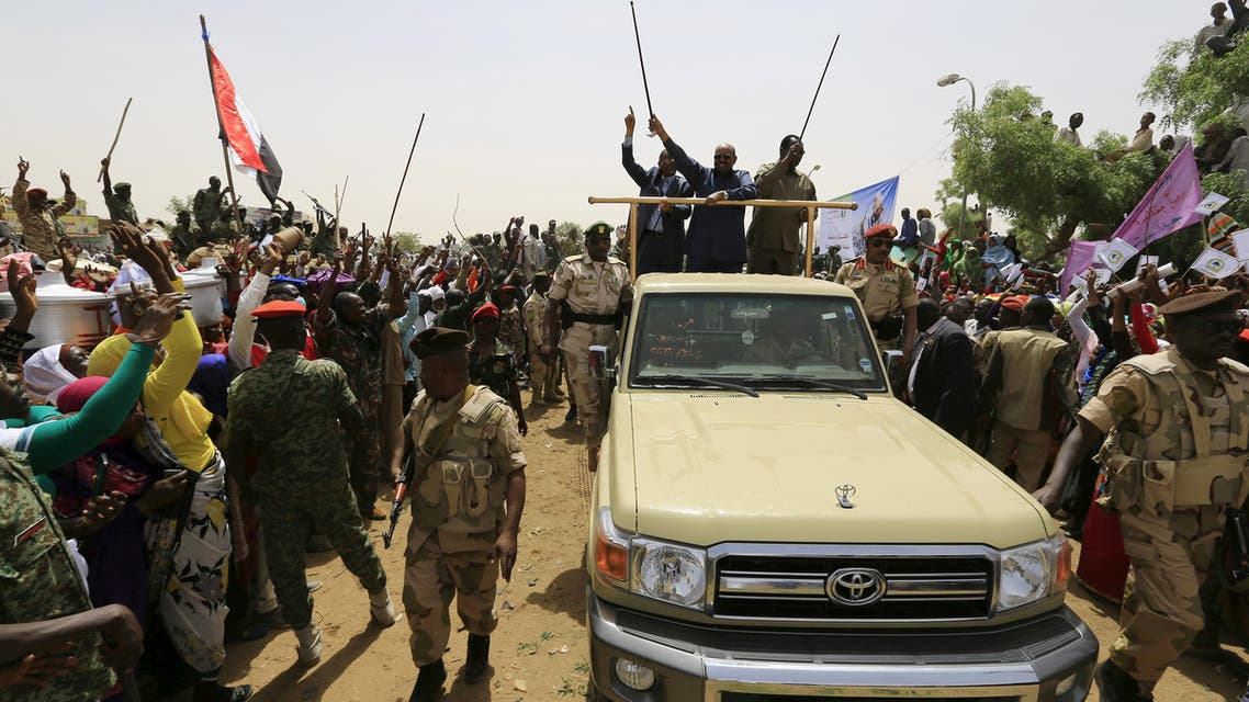 FILE PHOTO: Sudanese President Omar Hassan al-Bashir waves to the crowd during a war torn Darfur peace campaign rally in Al Ginana in West Darfur, April 2, 2016. REUTERS/Mohamed Nureldin Abdallah/File Photo