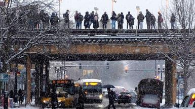 """الثلوج تغلف شيكاغو.. وتحذيرات من موجات برد """"خطيرة"""""""