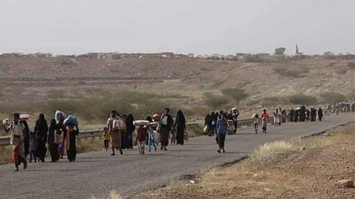 نزوح عشرات الاسر عقب قصف ميليشيات الحوثي لمخيم النازحين في حرض