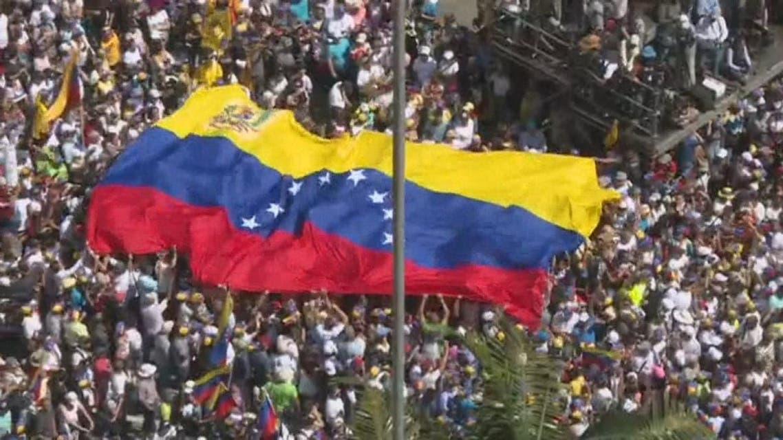 فنزويلا .. الشارع منقسم بين مادورو و غوايدو