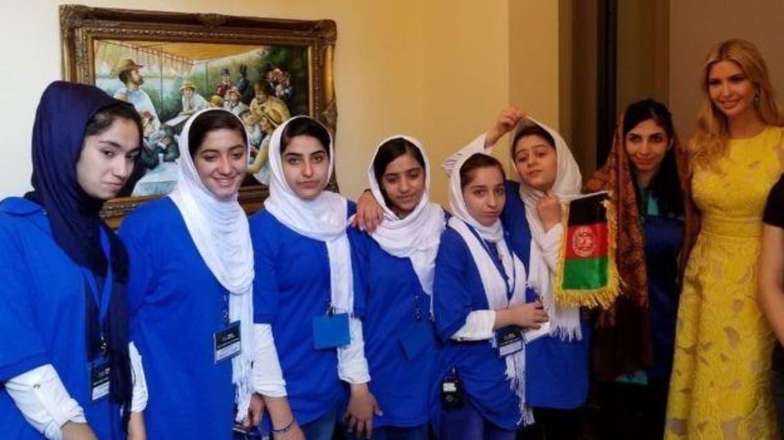 دختران افغانستان برای جمع آوری زعفران روبات جدید ساختند