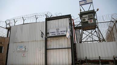 """سجون الاحتلال """"تعاقب"""" الفلسطينيين.. والأسرى يحتجون"""