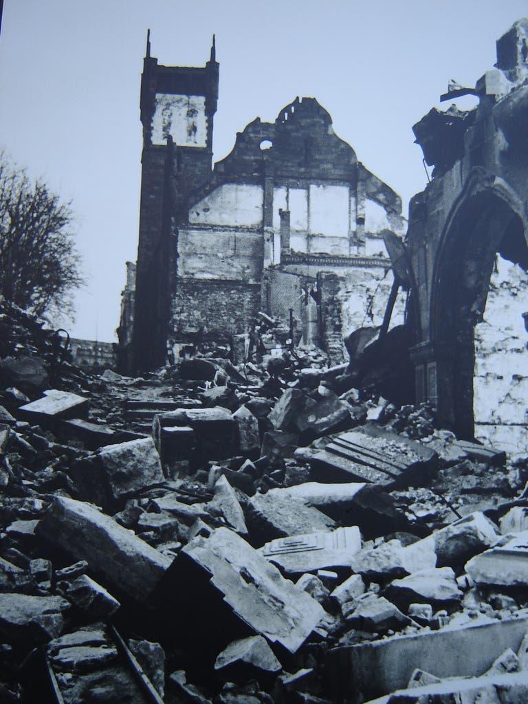 صورة لمخلفات القصف البريطاني على مدينة بفورتسايم